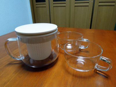 無印良品の耐熱ガラス ティーポット(小)と同じくティーカップ