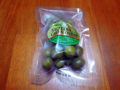 近所のマルエツで購入したもう1種類のシシリー産グリーンオリーブ