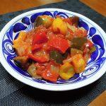 シチリアの伝統的なカポナータの料理術を観察する