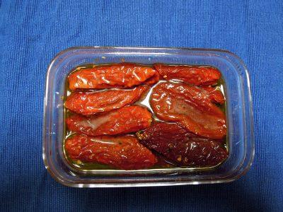 にんにくがきいたドライトマトのオイル漬け