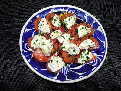 トマトとイタリア職人がつくりリコッタのサラダ
