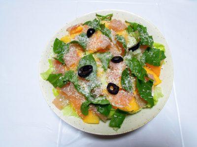 渋抜きした柿を使った生ハムとルッコラのサラダ