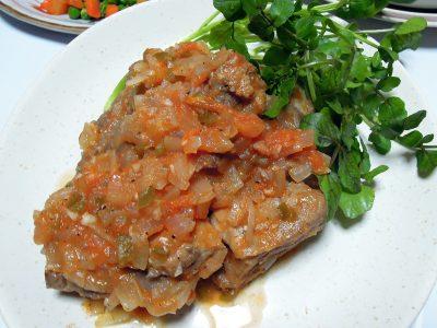 焼いた肉を最後に煮込むカリブ風スペアリブ
