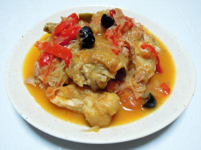 スペイン料理、鶏のチロンドロンソース煮