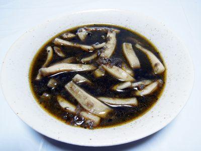 魚のブイヨンも入っているコウイカの墨煮