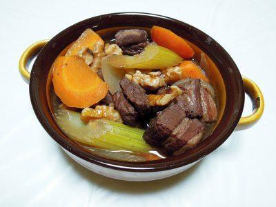 豚バラ肉の赤ワイン煮ジュニパー風味
