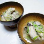 滋賀の地酒、萩乃露 特別純米 超辛口 赤ラベルで牡蠣のみぞれ和えや白菜と鮭の煮びたし、あさりご飯などをいただく