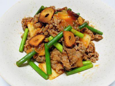 薄切り牛肉のキムチ炒め