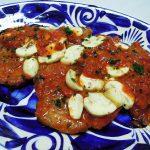 フランス(ラングドック・ルーション)ワイン、ラ・ヴィ・ダルノー・コルビエールで薄切り牛肉のキムチ炒めとイベリコ豚ロース肉のピッツァソース煮をいただく