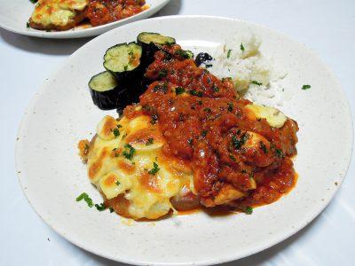 イベリコ豚ロース肉のソテー、チーズ&ピッツァソース