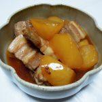 兵庫の地酒、香住鶴 生酛からくち 生詰原酒でいわし明太、豚肉と白菜の炒め煮、豚バラと大根の煮込みをいただく