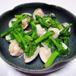 福島の地酒、穏(おだやか) 純米 しぼりたて生で小松菜と京揚げの煮びたし、はまぐりと菜花の酒蒸し、すきみ鱈の香味焼きをいただく