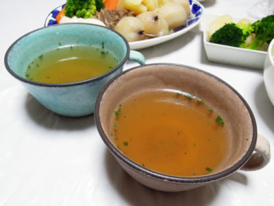 ポトフの煮汁の味を整えてできたスープ
