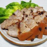 滋賀の地酒、不老泉 備前雄町 山廃純米吟醸 無濾過生原酒の熱燗で豚ばら肉と豆豉の煮ものをいただく