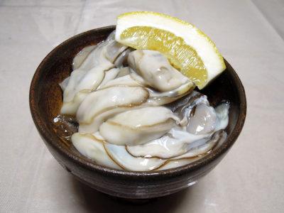 生牡蠣を塩とレモンで