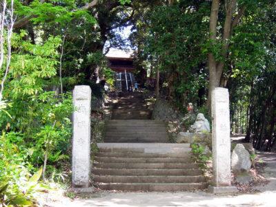 西明寺の石段を上る