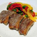 岩手の地酒、南部美人 生酛 美山錦純米酒90 雄三スペシャルの燗でラムランプ肉のステーキをいただく