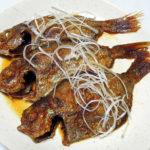 山形の地酒、麓井 生酛純米本辛 圓(まどか)の燗でかますの塩焼きといぼだい(えぼだい)の中華風揚げ煮をいただく