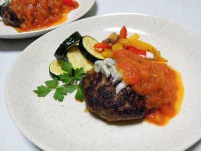 トマトソースとゴルゴンゾーラのハンバーグ