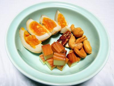 小田原さかなセンターの和の燻製で買ってきたナッツやチーズ、玉子