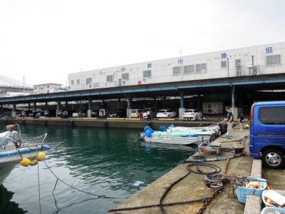 小田原港の朝市会場の建物
