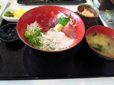 しらす・地魚刺・赤身の三色丼