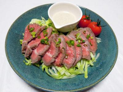 牛肉のカルパッチョ風 ごまクリームソース