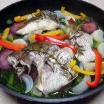 和歌山の地酒、黒牛 純米 槽口直汲み 無濾過生原酒の熱燗で真鯛のヴァポーレをいただく