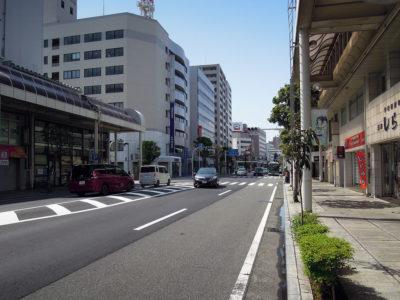 沼津駅から沼津港までは2km、一本道を歩いて30分