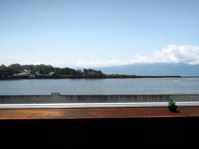 南側カウンター席からの駿河湾の眺め