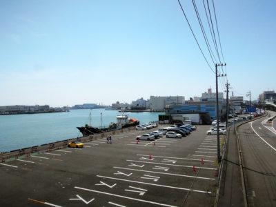 通路から見た港としみずマリンロード