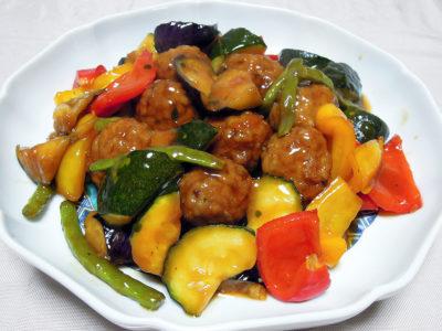 とびうお団子と野菜の黒酢あん