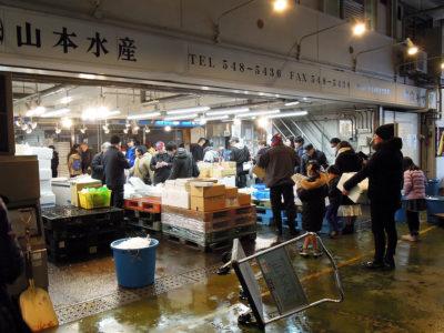 横浜中央卸売市場・水産物部にある山本水産