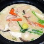石川の地酒、手取川 山廃仕込純米酒 ひやおろし 無濾過生詰のぬる燗でさけの粕鍋をいただく