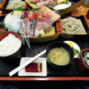 月2回の一般開放日に横浜中央卸売市場の水産物部に行き、軽く買い物をして、飲食街のカネセイで人気メニューの舟盛定食をいただく