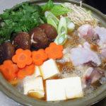 京都の地酒、益荒猛男(ますらたけお) 山廃仕込 特別純米原酒の燗であんこう鍋をいただく