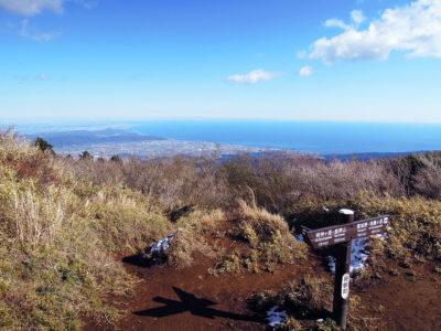 明神ヶ岳山頂手前の分岐から相模湾