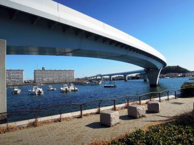 金沢八景駅と夕照橋を結ぶ平潟プロムナードからの眺め