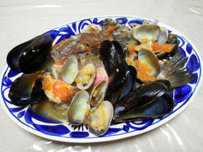 黒めばるとほうぼうのぶつ切りを使った漁師風魚介スープ