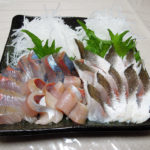 早い時間から半額シールがついている「築地 魚きん 横浜店」で天然ぶりとかます(湯引)の柵を購入し、刺身やカルパッチョでいただく