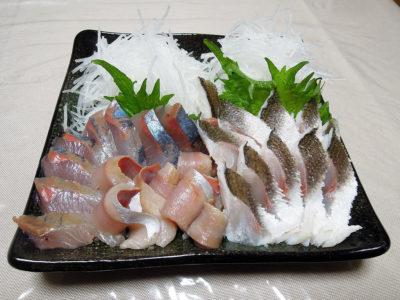 築地 魚きん 横浜店で半額で購入した天然ぶりとかます(湯引)でつくった刺身
