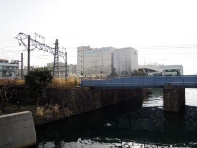 ポートサイド公園から眺める横浜中央卸売市場