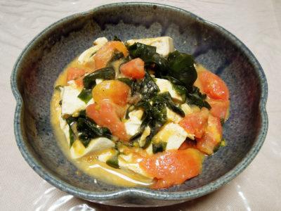 豆腐とトマトとわかめの酒粕炒め