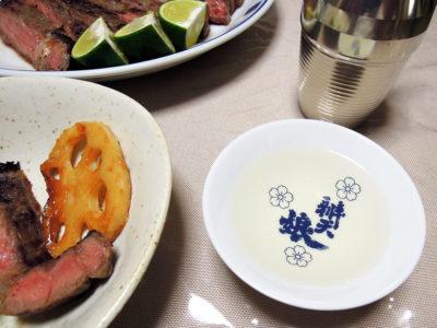 秋鹿の熱燗でまぐろとねぎのぬたや塩麹に漬けたサーロインステーキをいただく