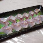 千葉の地酒、木戸泉 純米醍醐の熱燗で青菜と松の実の酒粕炒めやいとよりのりゅうきゅう(だし麹和え)、湯引き、塩麹焼きをいただく