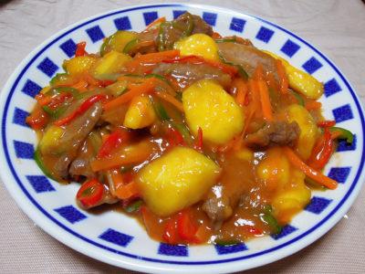 牛肉とマンゴーの炒めもの