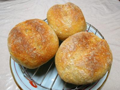 小型のクッペを目指してぶかっこうになったパン