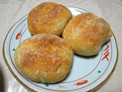 自家製レーズン酵母でつくったクッペ風のパン