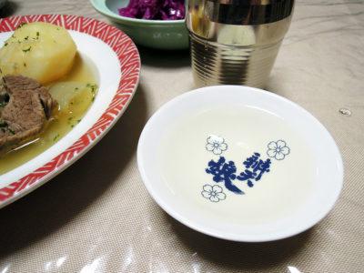 瑞冠の熱燗でアイリッシュシチュー、紫(赤)キャベツの自家製ザワークラウト、自家製レーズン酵母パンをいただく