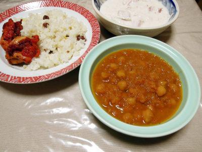 ガルバンソーのスパイスカレー、レーズンご飯にタンドリーチキン